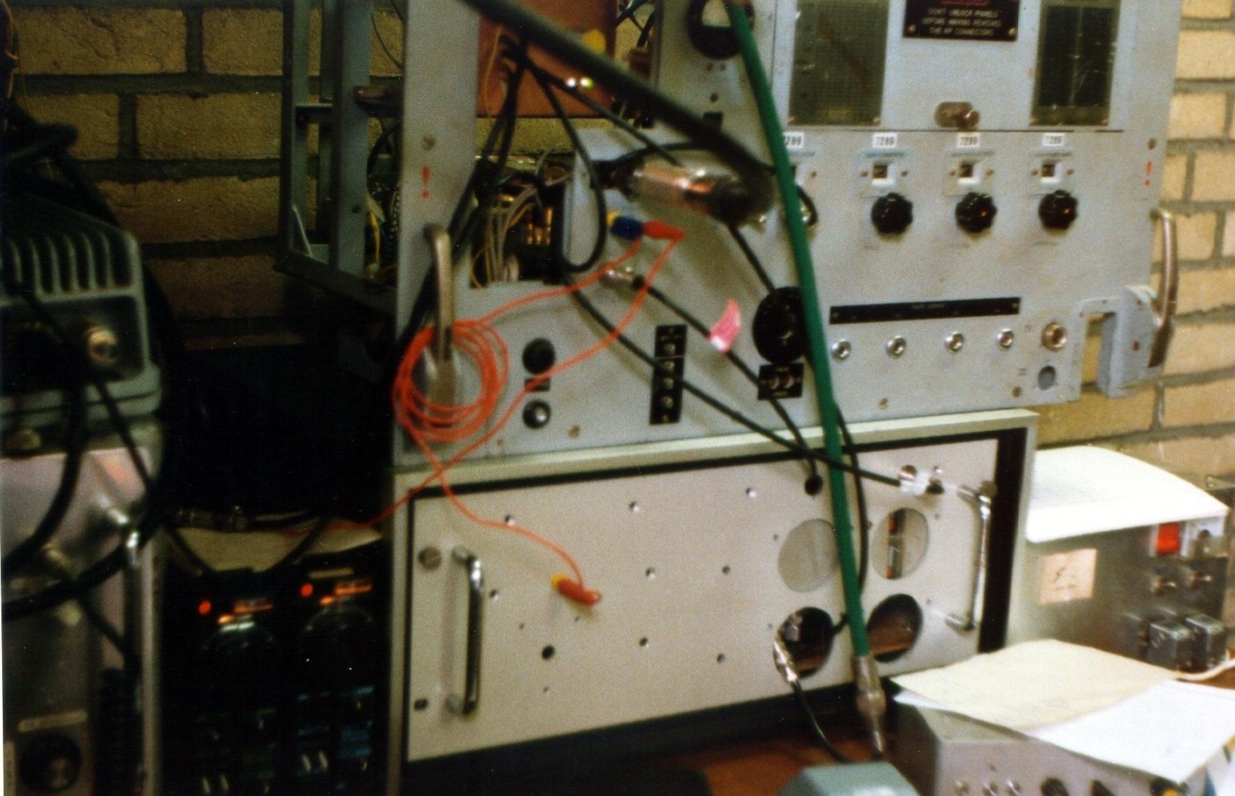 Contest station 23 and 13 cm transverter - 1985
