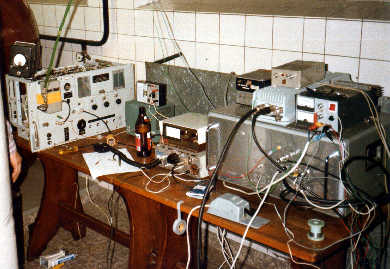 Contest station 13 cm (left) - 9/3 cm (right) - 1982